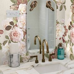 """Wallpapers4Beginners on Instagram: """"So romantic.... 💗💗 Obsessed by vintage French roses. Perfect in this retro bath.  #wallpaper #wallpaper #vintagedecoration #walldecor…"""" Paper Walls, Vintage Decor, French Vintage, Roses, Wall Decor, Romantic, Bath, Retro, Wallpaper"""