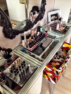 Free Tips From Beauty Experts: Professional Makeup Tips That Will Help You Look Your Best ** Visit the image link for more details. Makeup Vanity Storage, Diy Vanity, Makeup Organization, Makeup Vanities, Vanity Ideas, Glass Vanity, Bathroom Vanities, Vanity Set, Professional Makeup Tips