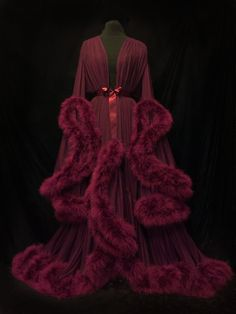 "Image of ""Cassandra"" Extravagant Marabou Dressing Gown (Deluxe Edition!) Buy Plus Size Sexy Nightwear and Women Sexy Mini Nightgowns at fashion cornerstone. Sexy Lingerie for the perfect occasion. Lingerie Party, Sexy Lingerie, Pretty Lingerie, Vintage Outfits, Vintage Fashion, Mode Jeans, Vintage Mode, Vintage Lingerie, Corsets"
