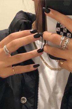 Rings and black nails - ChicLadies.uk, Diy Abschnitt, Rings and black nails - ChicLadies. Cute Acrylic Nails, Cute Nails, Pretty Nails, Glitter Nails, Cute Black Nails, Nail Black, Hair And Nails, My Nails, Nail Tattoo