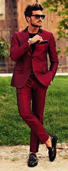 ¡Un traje en Marsala vibrante para caballero! #Marsala #Accessorize #Fashion #style #streetstyle #colors #chic #guy #Pantone #trends