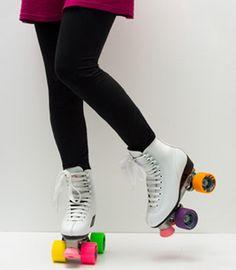 best rollerskates ever Roller Derby, Roller Disco, Roller Skating, Rio Roller, White Roller Skates, Quad Roller Skates, Hipster Chic, Dressing, Courses