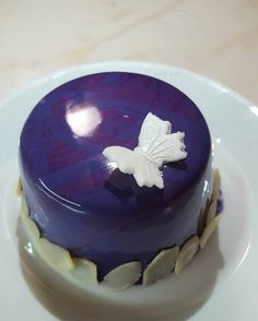 Instagram: petraevelin #brownie #biscuit #raspberry #darkchocolate #mousse #mirrorglaze #paris #mini #meringue #homemade #homebaked
