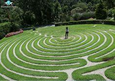 🇧🇷 Amantikir - Imenso jardim de flores e com um labirinto de verdade em Campos do Jordão, Brasil. 🇺🇸 Amantikir - An immense flower garden and with a real maze (green labyrinth) in Campos do Jordão, Brazil.