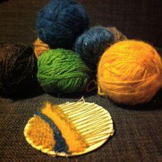 Vever lapper til å reparere slitte albuer | Weaving patches for mending worn elbows #makesomethingeveryday #weaving #mending #craft #wool #restefest2016 #restegarn @karianneeegp