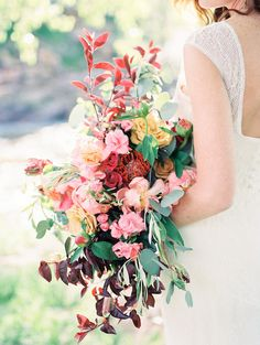 Fresh spring Wedding ideas on the  river  Photo: Rachel Havel  The Riverbend at Lyons, CO.