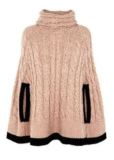 Tipped Poncho. great covering for casual and dress up Rainy Day Fashion, Crochet Poncho, Knitted Cape, Spring Trends, Pulls, Autumn Winter Fashion, Fashion Fashion, Fashion Outfits, Fashion Design
