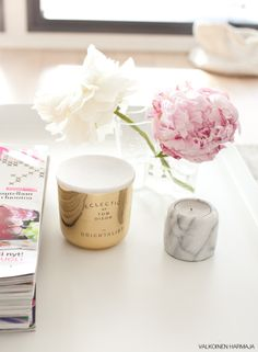 Sweet styling / Peonies and candles