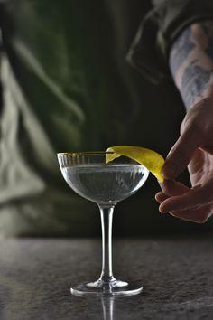 Bartender Drinks, Vodka Cocktails, Refreshing Cocktails, Bar Drinks, Summer Cocktails, Best Gin Martini Recipe, Martini Recipes, Cocktail Recipes, Cocktail Images