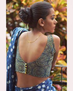 Blouse Back Neck Designs, Cotton Saree Blouse Designs, Best Blouse Designs, Simple Blouse Designs, Saree Blouse Patterns, Stylish Blouse Design, Sari Blouse, Sleeveless Saree Blouse, Choli Blouse Design