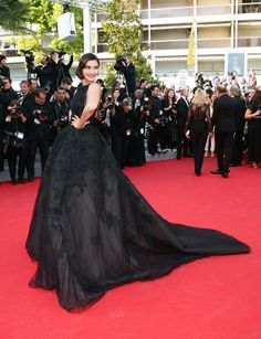 Sonam Kapoor shook things up a bit on the Cannes red carpet in a magnificent Ellie Saab couture gown on May 18.  The actress was attending the premiere of Tommy Lee Jones-directed film Homesman.