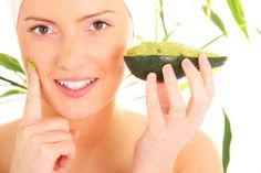 Avocado Mask for glowing skin. Pamper your skin with an avocado mask that can be prepared at home. Health Guru, Health Trends, Natural Beauty Tips, Natural Hair Care, Natural Skin, Natural Oils, Natural Glow, Natural Cures, Organic Beauty