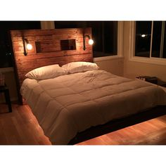 If you have some old wooden pallets in your home, then it is the right time to utilize them in enhancing the appearance of your home. If you have kids, you can try the pallet kids bed which is extremely affordable and comfortable at the same time. Diy Furniture Couch, Living Furniture, Pallet Furniture, Pallet Kids, Entryway Wall Decor, Desk In Living Room, Diy Dining Table, Wood Plans, How To Make Bed