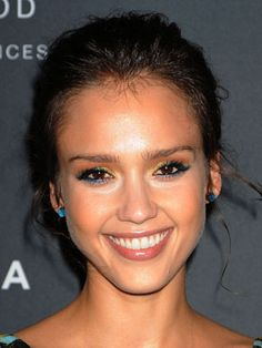 Get Jessica Alba's Multi-Colored Eye Makeup Look  - www.bellasugar.com
