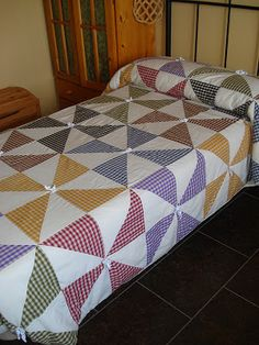 Scrappy Quilts, Baby Quilts, Quilting Projects, Quilting Designs, Luxury Bedspreads, Designer Bed Sheets, Table Topper Patterns, Bright Quilts, Pinwheel Quilt