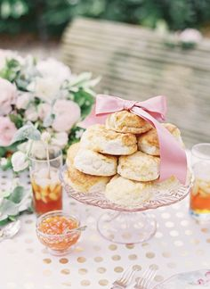 biscuits with a bow | Jen Huang #wedding