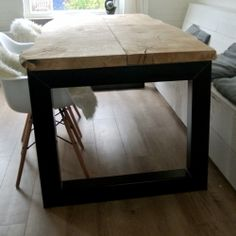 Studio Fien Boomstam tafel met stalen frame Dinning Table, Dining Room, New Homes, House, Inspiration, Furniture, Home Decor, Kitchen, Beautiful