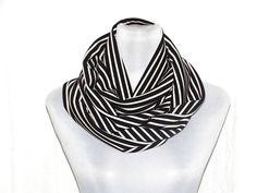 gemustert - Loop Circleschal schwarz weiß gestreift - ein Designerstück von lucylique bei DaWanda