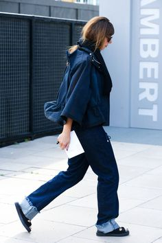 The Best of London Street Style - LFW Street Style Photos Spring 2015 - Elle No color? Just drab sorry London I loved you better in the 1960's and 70's when I want to look at fashion from you guys