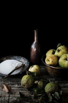 Pratos e Travessas: Marmelada: fruits of fall * Recipes, photography and stories Fruit And Veg, Fruits And Veggies, Fresh Fruit, Dark Food Photography, Still Life Photography, Monica Pinto, Food Styling, Still Life Photos, Mets