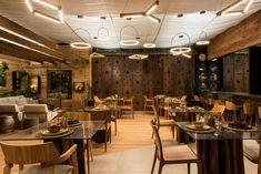 Restaurante com pendentes Cage e Kavas, exclusivos da linha Deluxe