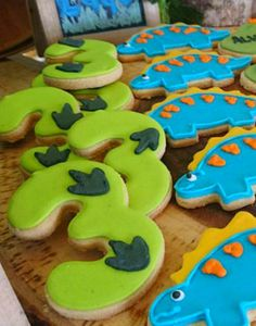 12 galletas de dinosaurio