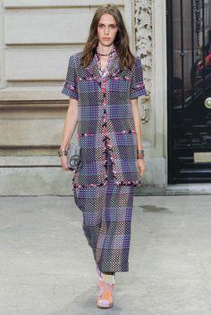 Chanel Spring 2015 Ready-to-Wear Fashion Show - Cara Delevingne