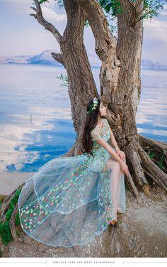 #kaylatrannghi Uzzlang Girl, How To Look Classy, Korean Girl, Asian Girl, Ball Dresses, Floral Wedding, Ulzzang, Screensaver, Korean Fashion