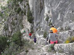 PR TE 81: Camino entre estratos en la subida al Mirador de Valloré, #Montoro de Mezquita #Maestrazgo #Teruel #Aragón #España #Spain