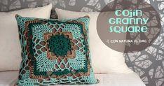 Un cojín granny square con Natura Just Cotton XL de DMC