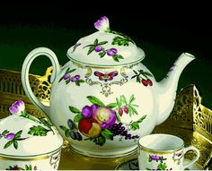 Mottahedeh Duke of Gloucester Porcelain Tea Pot