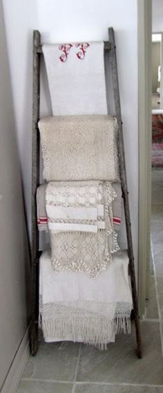 pictures of old ladders used as towel rack | DIY #old #ladder #towel #rack