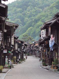 Narai-juku is located in Shiojiri city along Nakasen-do (ancient central mountain rout), Nagano prefecture, Japan.  奈良井宿 中山道