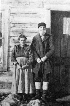 Elvila and John Kepler, members of the Hiawatha Colony. Annis Repp Carney Photo.