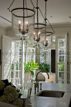 love this... especially the light fixture