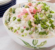 Kesäisessä coleslaw-salaatissa maistuu raparperi. Coleslaw, Potato Salad, Potatoes, Ethnic Recipes, Food, Coleslaw Salad, Potato, Essen, Meals