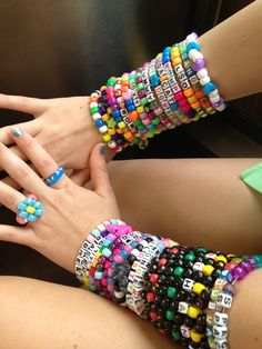 all dat kandi Rave Bracelets, Diy Bracelets Easy, Beaded Bracelets, Edm Outfits, Kandi Patterns, Scene Kids, Colorful Fashion, Friendship Bracelets, Raves