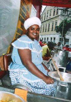 Tabuleiro de acarajé mais famoso do bairro está de...