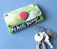 portefeuille brique lait http://www.espritcabane.com/loisirs-creatifs/idees-recup/porte-monnaie-tetrapack/