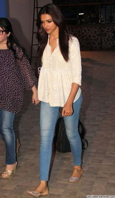 Deepika Padukone Picture Gallery image # 223997 at Jiah Khan Condolence Meet containing well categorized pictures,photos,pics and images. Short Kurti Designs, Simple Kurti Designs, Kurta Designs Women, Blouse Designs, Hindus, Western Outfits, Indian Outfits, Frock Fashion, Fashion Outfits