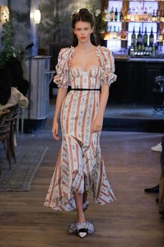 Brock Collection Spring 2019 Ready-to-Wear Fashion Show Collection: See the complete Brock Collection Spring 2019 Ready-to-Wear collection. Look 18 Urban Fashion, Boho Fashion, High Fashion, Fashion Outfits, Fashion Design, Womens Fashion, Feminine Fashion, Fashion Top, Fashion 2018