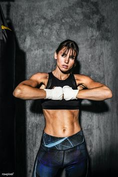 Boxing Girl, Women Boxing, Magazine Sport, Female Mma Fighters, Female Boxers, Female Martial Artists, Boxing Training, Boxing Workout, Fitness Photoshoot