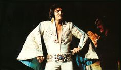 THE ALIEN BELT! ELVIS on stage wearing the THUNDERBIRD jumpsuit in November 1972. It's a white jumpsuit wth matching aqua lined cape and kickpleats lined with stones.When THE KING first wore this suit, he didn't wear it with the original belt. Instead, he wore it with a belt that he got as a present from actor Jack Lord. The suit was used with the original belt when ELVIS wore it again in 1973.