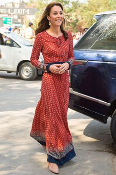 Le style de Kate Middleton à New Delhi en robe longue rouge