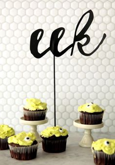 Quick And Easy Last Minute Halloween Decorations: DIY Eek Cake Topper