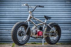 Fat Tracker: A motorized bicycle for BMX fans Bmx Bikes, Cool Bikes, Custom Motorcycles, Custom Bikes, Dh Velo, Café Race, Mini Motorbike, Bmx Frames, Tracker Motorcycle