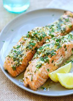 Butter salmon fillet recipe with garlic on paper - Fish Recipes Haddock Recipes, Salmon Recipes, Fish Recipes, Seafood Recipes, Cooking Recipes, Healthy Recipes, Butter Salmon, Good Food, Yummy Food