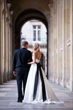 i like the contrasting bow on the bride's dress...something to think about!