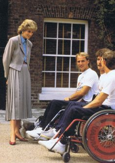 1986-07-04 Diana during a Reception at Kensington Palace for paraplegic athletes