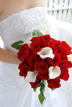 Rode rozen en Calla Lelie bruidsboeket